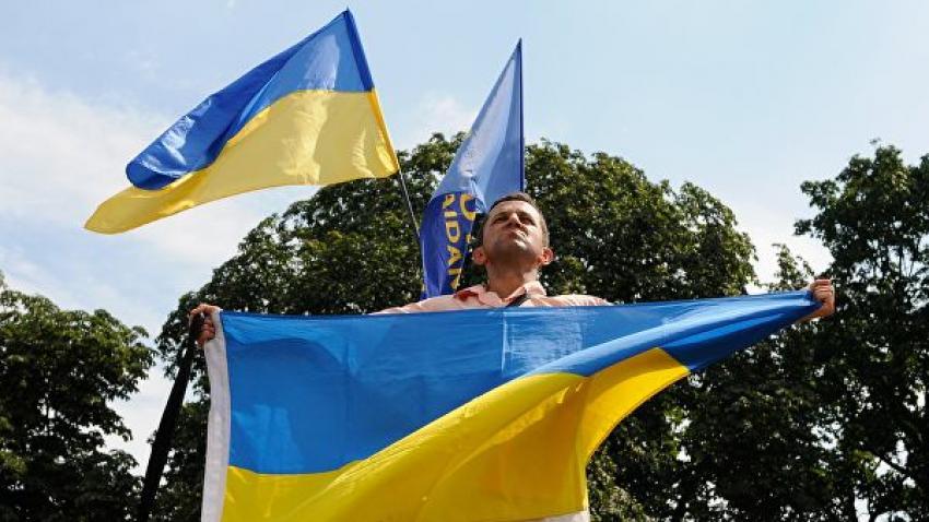 Украинцев выгнали из гостиницы в Греции из-за вывешенных на балконах флагов