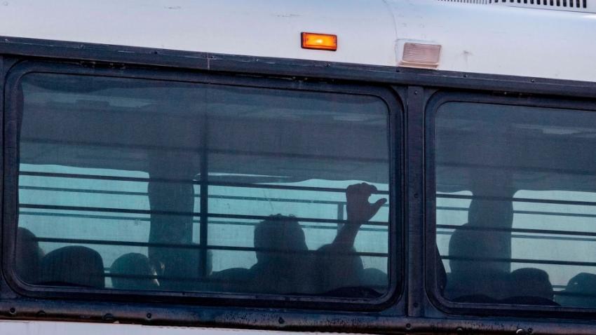 300 детей-мигрантов вывезены с пункта погранконтроля штата Теха