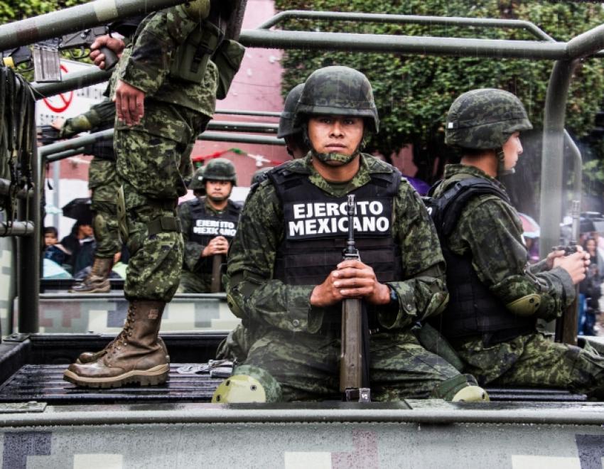 Войска на южной границе Мексики борются с мигрантам