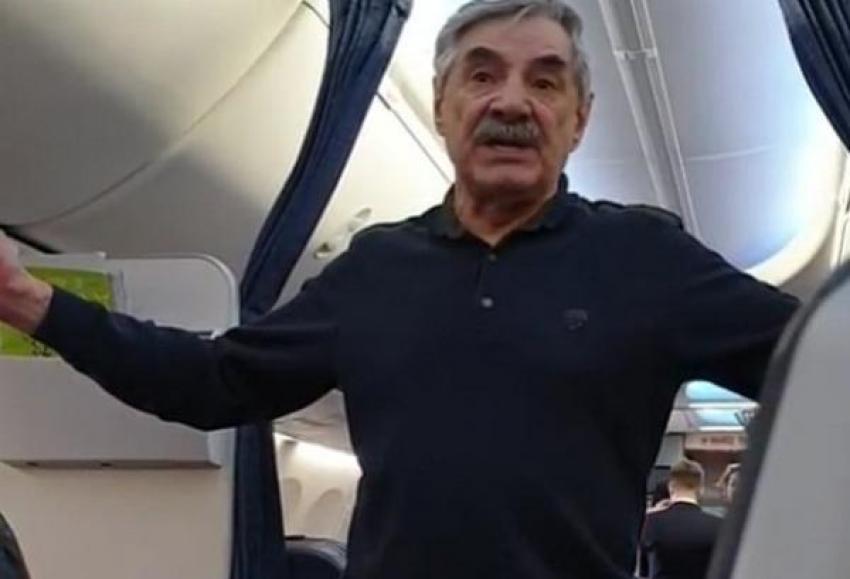 Снятого с рейса известного актера ожидает печальная участь