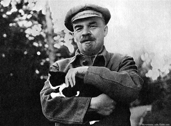 Почему первый памятник Ленину изготовили при жизни большевистского вождя?