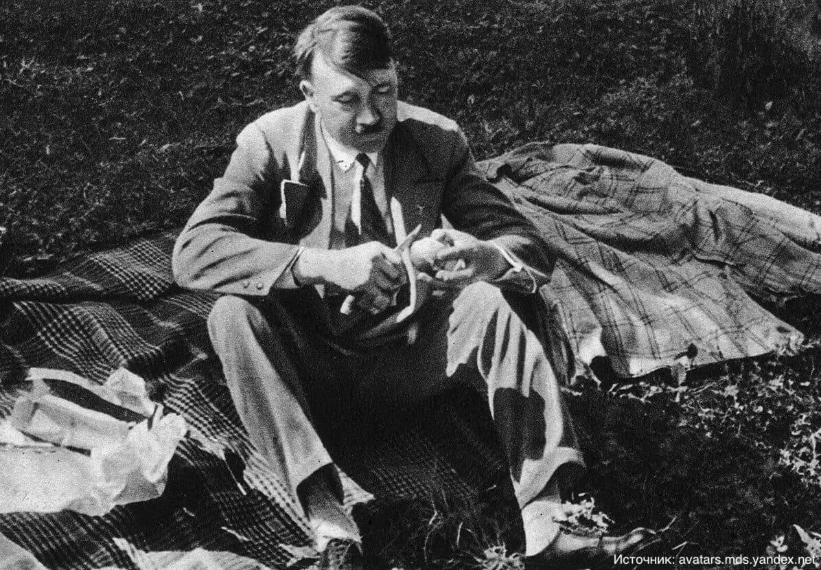 Адольф Гитлер боялся, что его отравят через унитаз