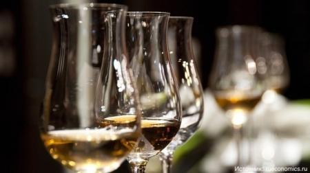 Российские медики дали советы по употреблению алкоголя на корпоративах