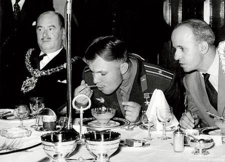 Шокирующий поступок Гагарина, изменивший традиции британского королевского двора