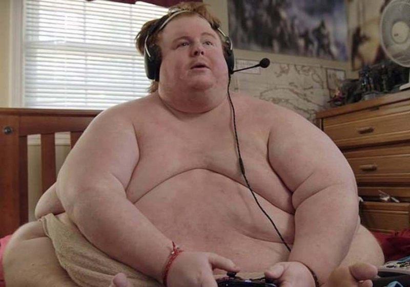 «Я буду есть, пока не умру!»: парень с весом 320 кг рассказал о своей жизни