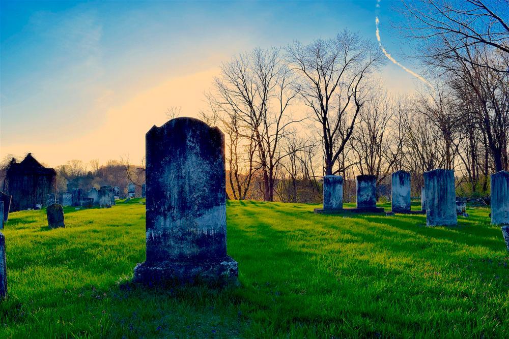 Что никогда нельзя делать с вещами умерших