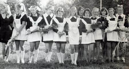 Школьницы в СССР и сейчас. Разница очевидна.