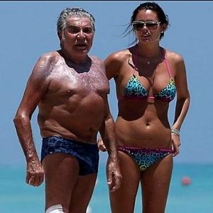 Шок! Старые мужчины и их молодые жены.